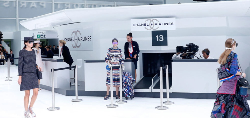 Chanel transforme le Grand Palais en aéroport