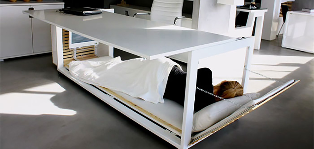 Un bureau qui se transforme en lit pour faire la sieste au for Meuble qui se transforme