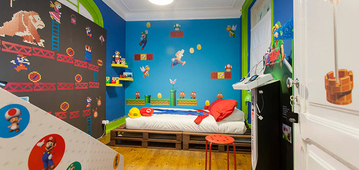 airbnb vous propose de passer la nuit dans une chambre d di e super mario. Black Bedroom Furniture Sets. Home Design Ideas