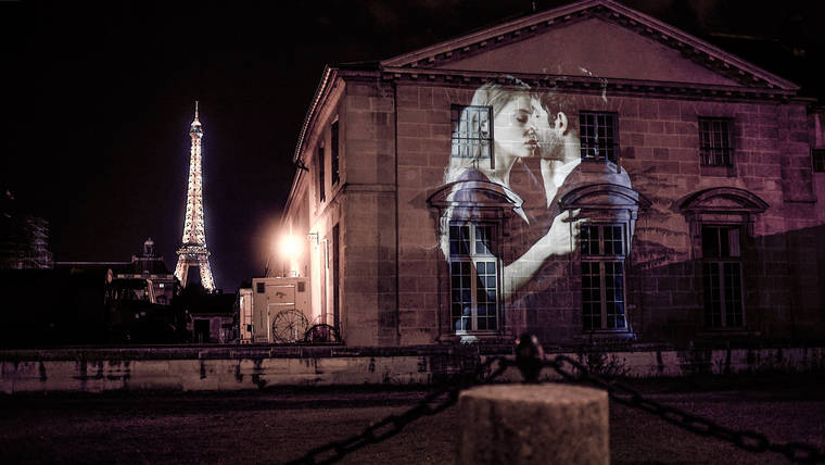 projections-couples-baisers-paris-11