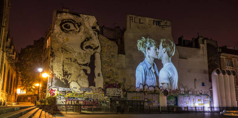 projections-couples-baisers-paris-13