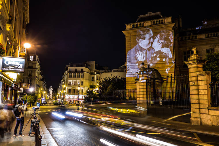 projections-couples-baisers-paris-15