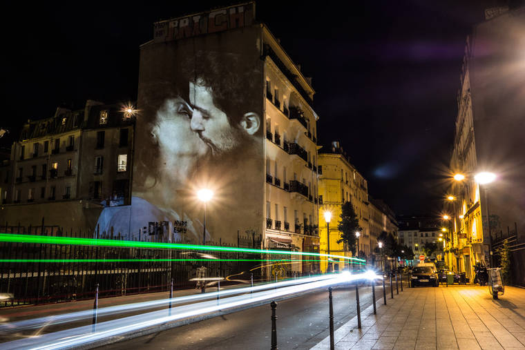 projections-couples-baisers-paris-2