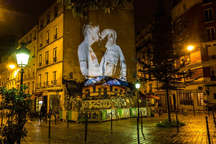 projections-couples-baisers-paris-5