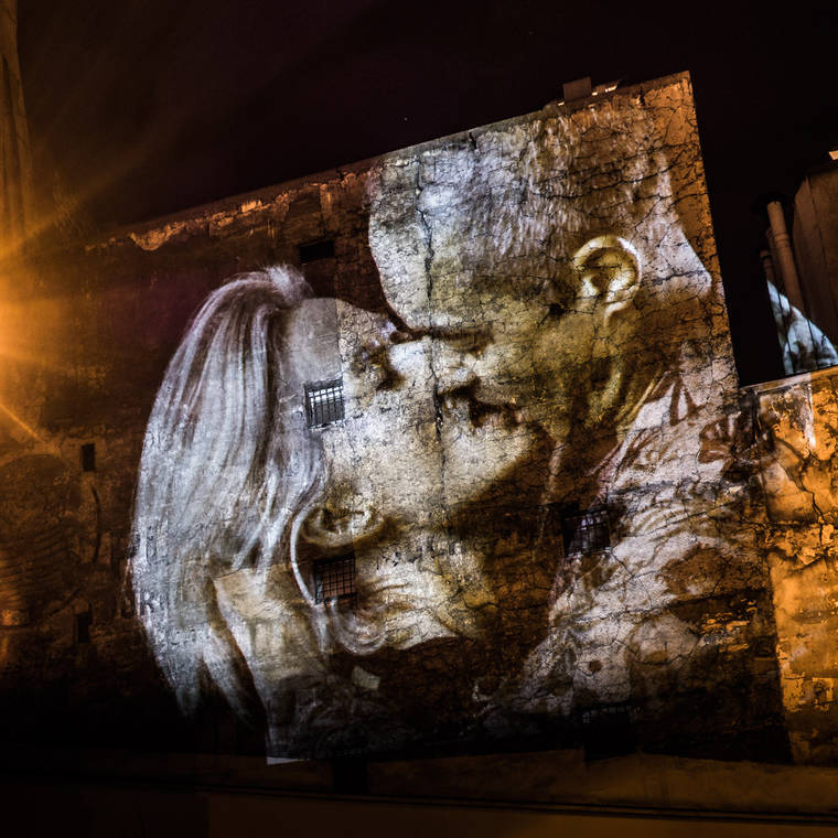 projections-couples-baisers-paris-6