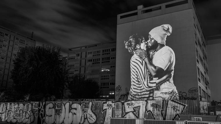 projections-couples-baisers-paris-8