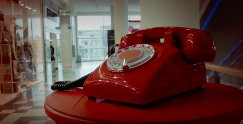 telephone-rouge-supermarche-4