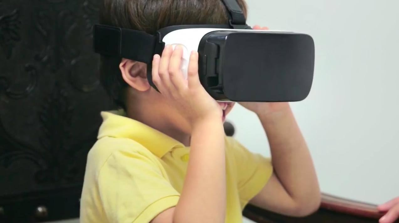 Ils diminuent l'angoisse de la piqûre chez les enfants avec la réalité virtuelle