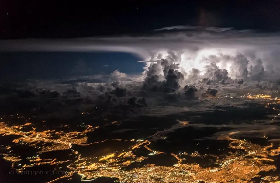 Ce pilote photographie des orages dans le ciel