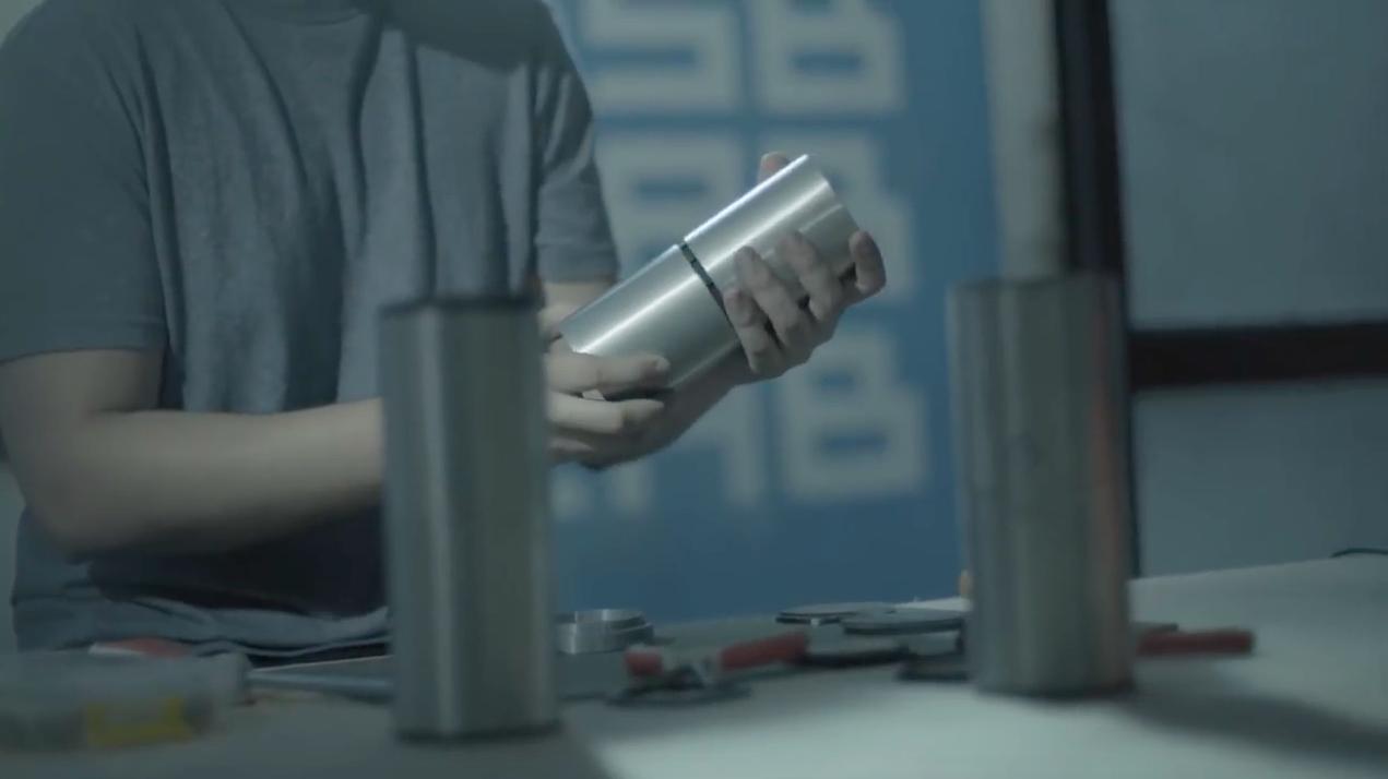 Cette invention hack la radio des voitures pour sécuriser les cyclistes