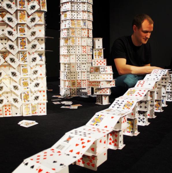 Les châteaux de cartes de Scott Dyer
