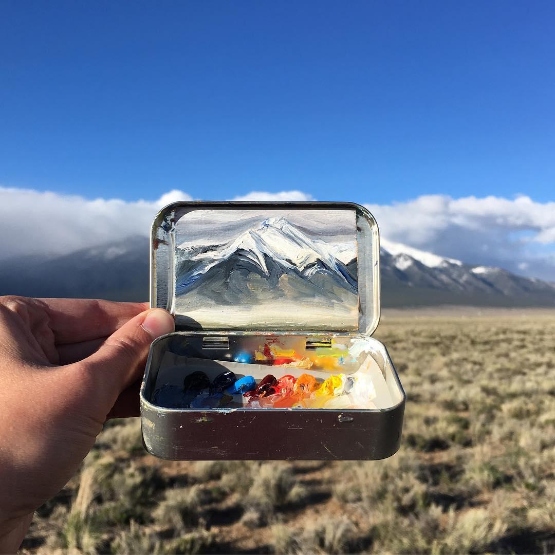 Heidi Annalise peint des paysages sauvages dans ses boîtes de peinture