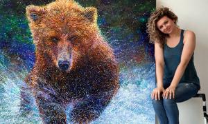 Iris Scott délaisse les pinceaux pour peindre avec ses doigts