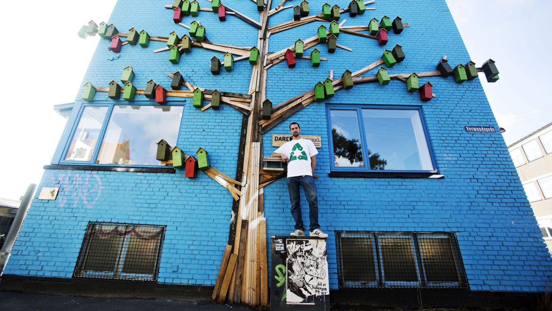 Il installe 3500 nichoirs pour créer une oeuvre street art à travers le Danemark