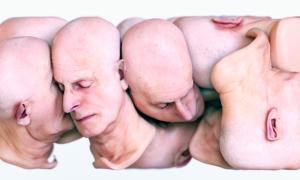 Les corps et visages flexibles de Simon Christoph Krenn