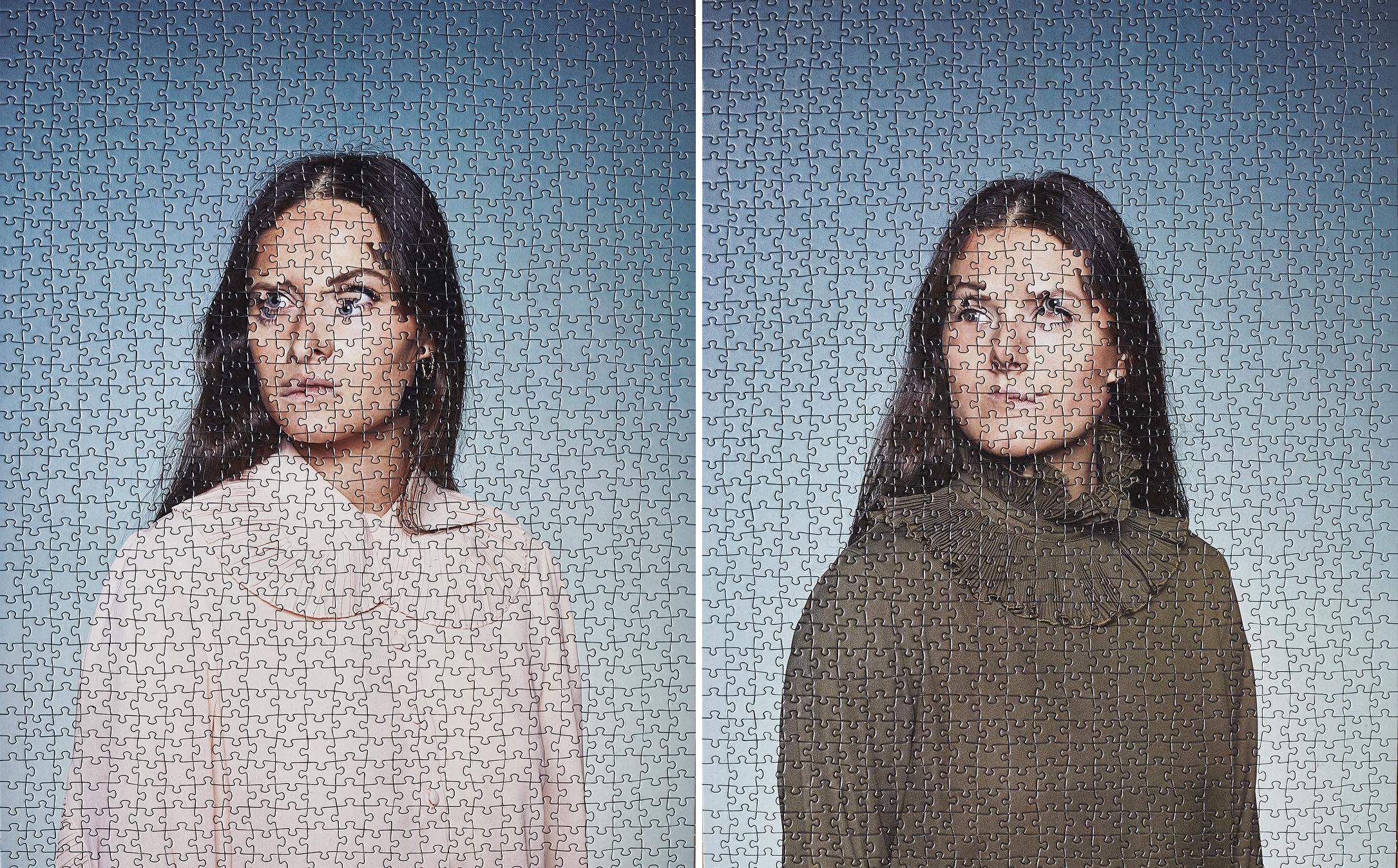 Alma Haser prend des portraits de jumeaux et mélange les photos comme un puzzle