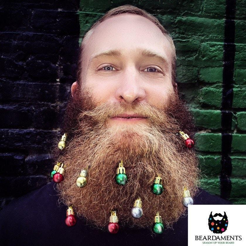 Il revisite des tableaux c l bres avec de la bi re - Boule de noel pour barbe ...