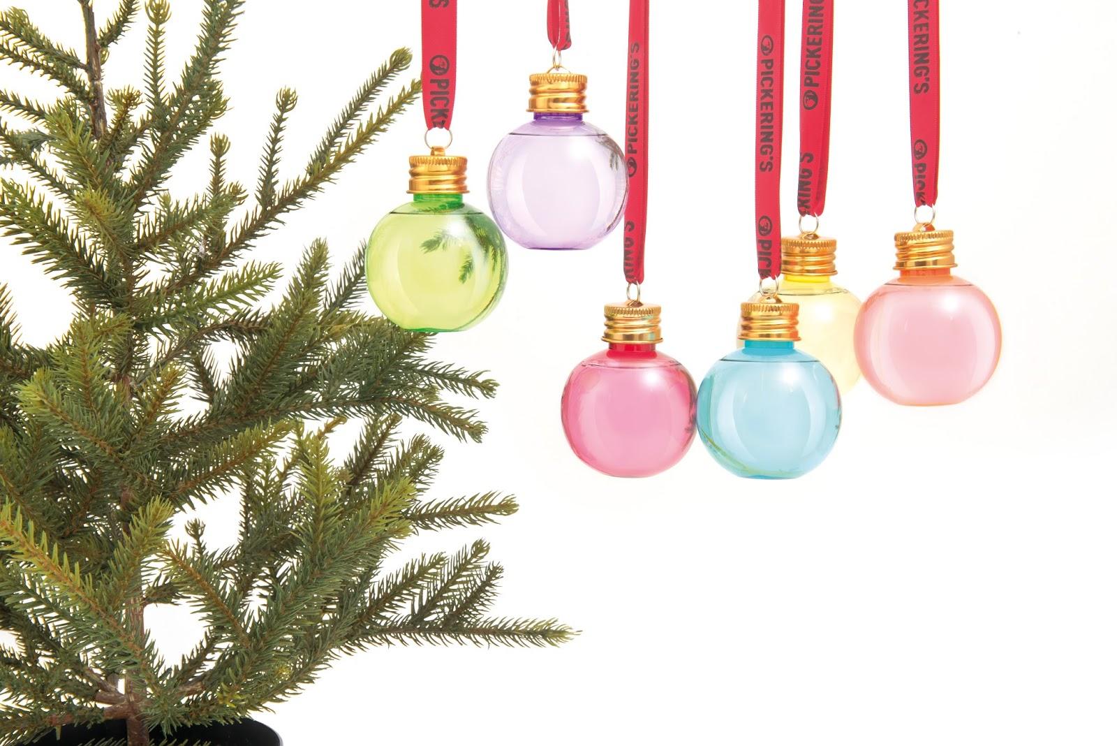 Pickering's gin transforme les boules de Noël en mini-shot
