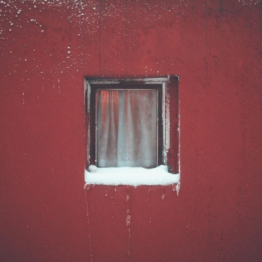 Pendant 12 ans, Alper Yesiltas photographie la même fenêtre jusqu'à sa destruction