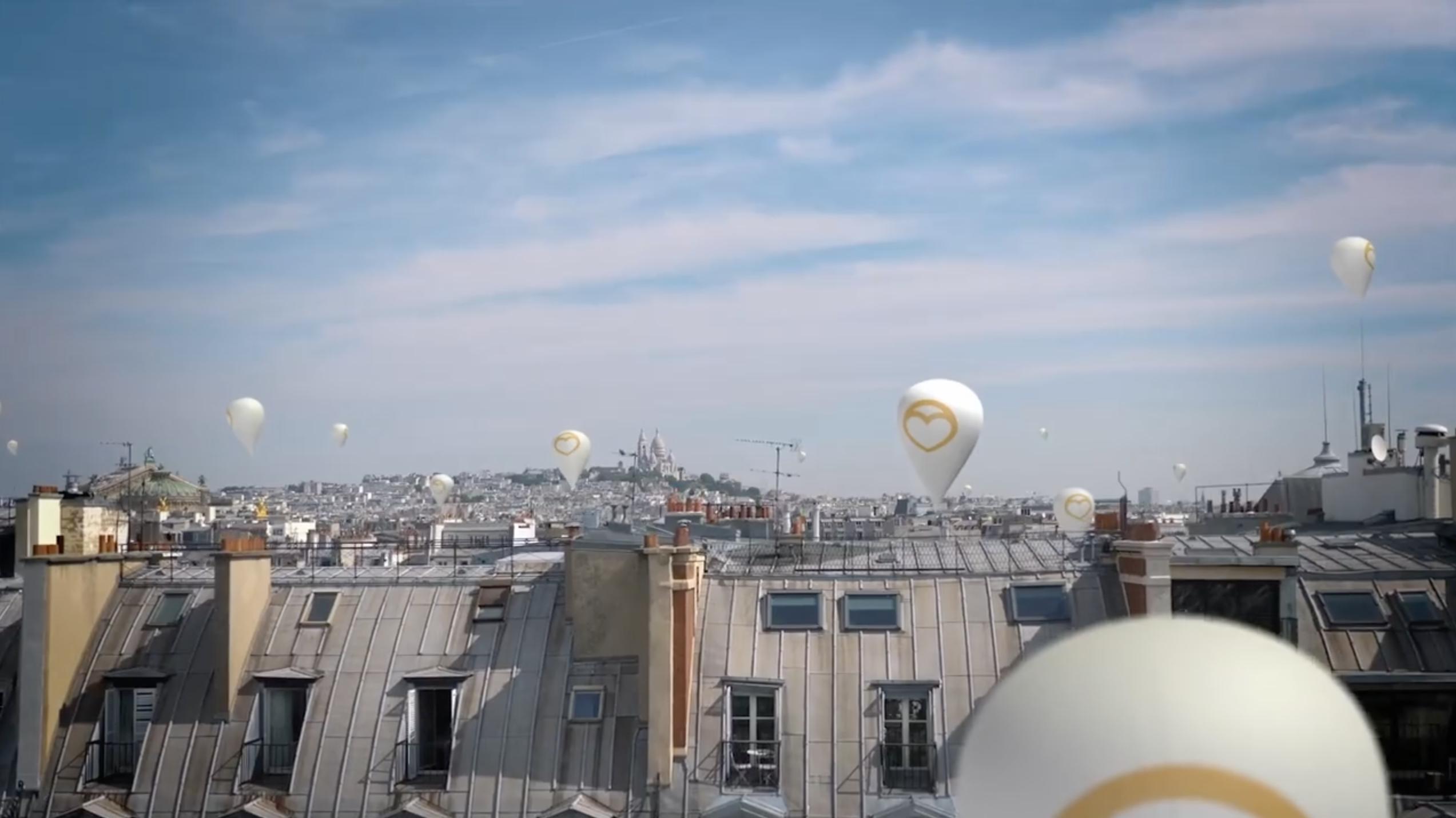Bien'ici : le site immobilier attache des ballons sur le toit de ses biens à Paris