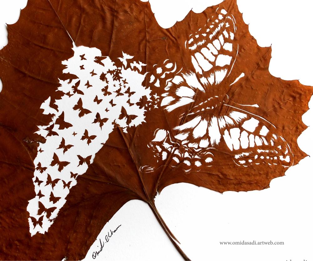 Omid Asadi sculpte des scènes étonnantes sur des feuilles d'arbres