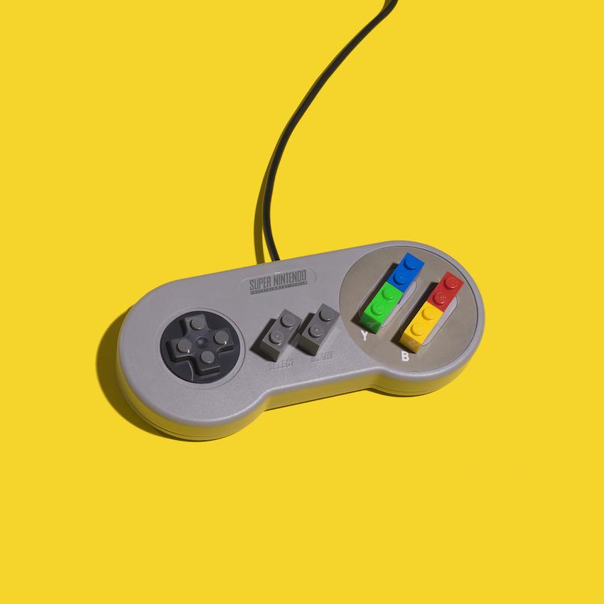 Jaime Sánchez détourne les objets du quotidien en s'amusant avec des LEGOJaime Sánchez détourne les objets du quotidien en s'amusant avec des LEGO