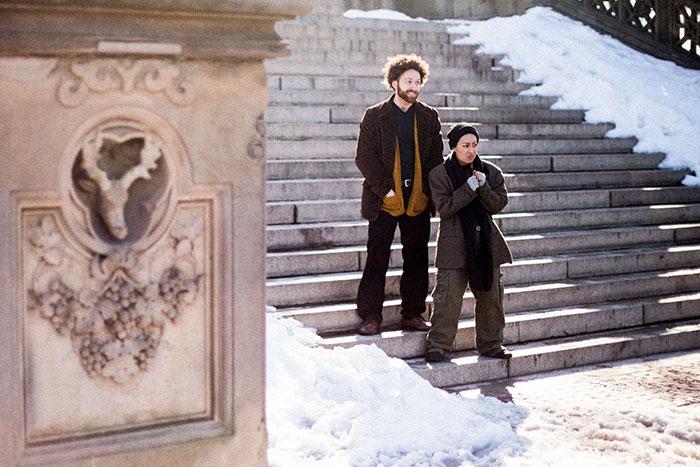 Ce couple parodie les duos célèbres en guise de photos de fiançailles