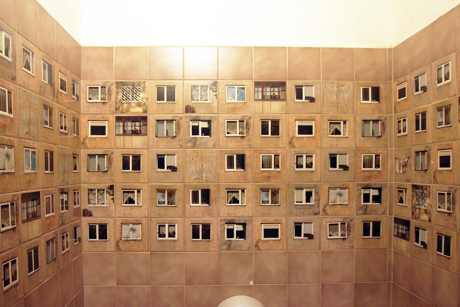 Ce restaurant a reproduit son voisinage sur les carreaux de ses toilettes