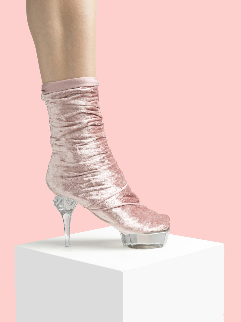 Le photographe Nikolaj Beyer crée des chaussures insolites avec des objets inattendus