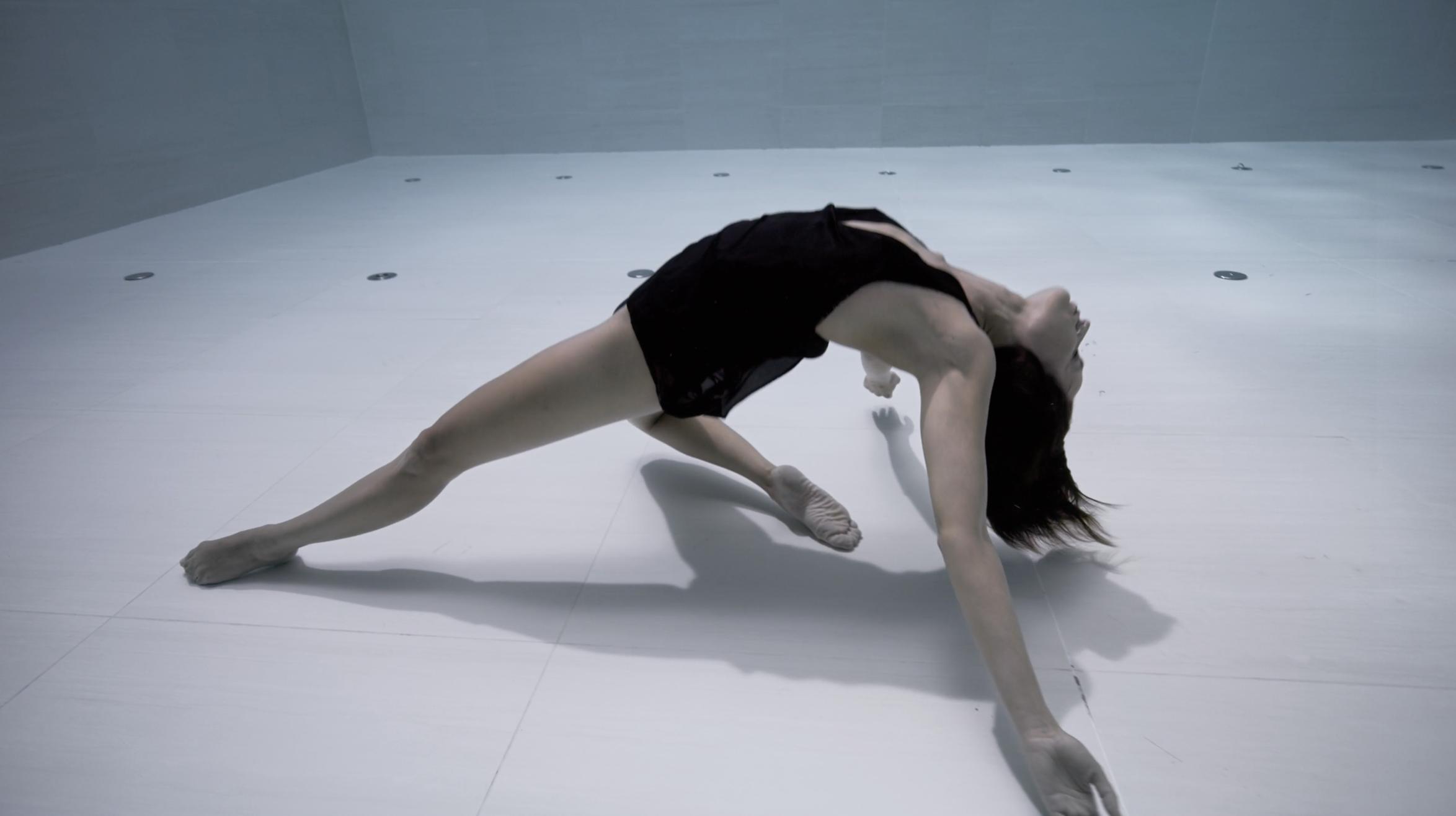 Elle danse en apnée pendant 6 minutes et le résultat est d'une infinie beauté
