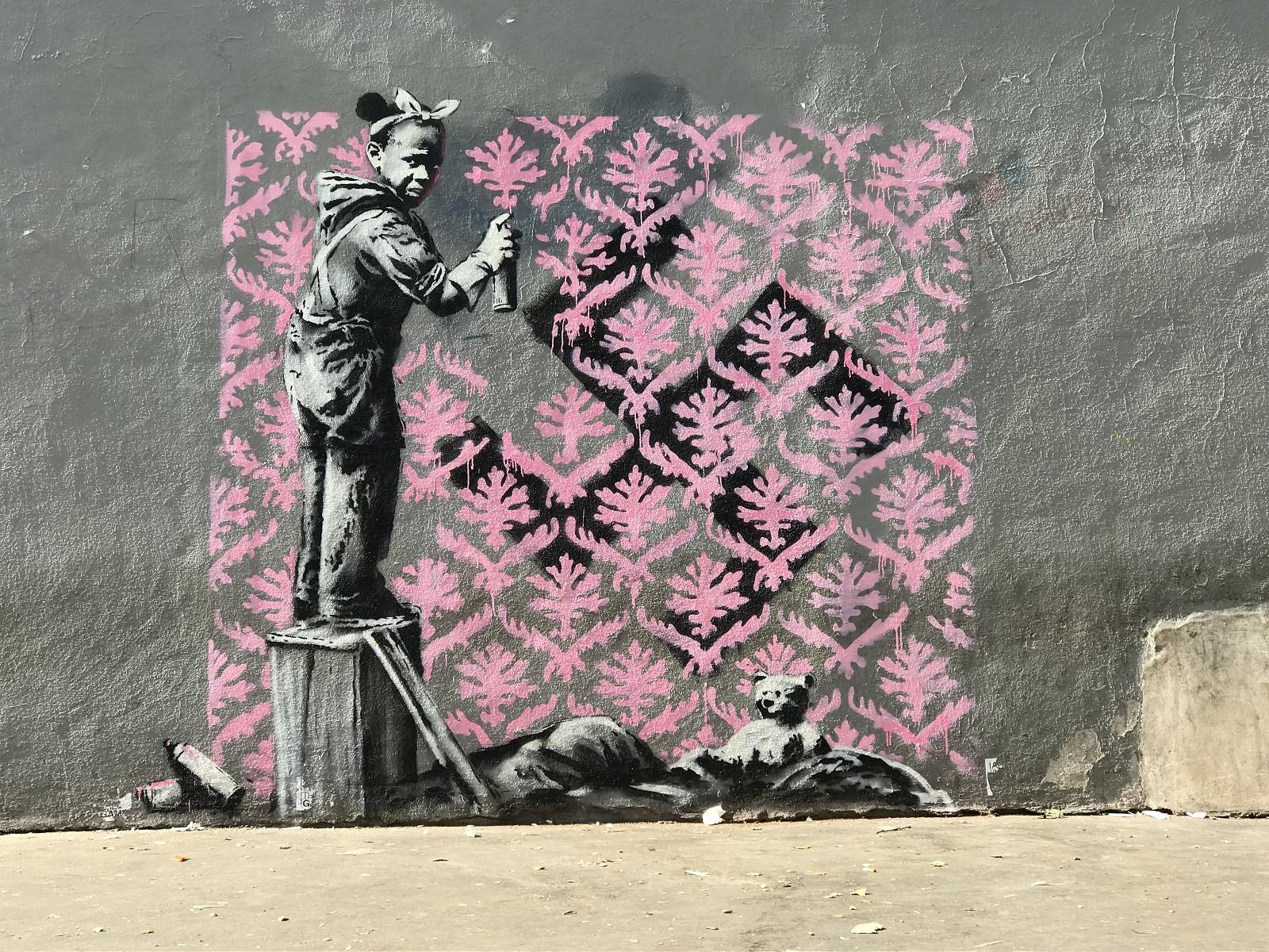 banksy est de retour paris avec la d couverte de 6 nouveaux street art. Black Bedroom Furniture Sets. Home Design Ideas
