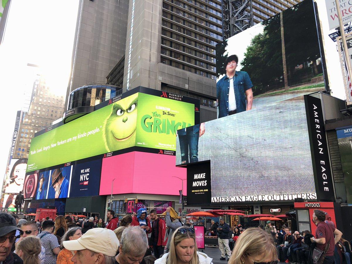 """Une campagne d'affichage géniale et grincheuse hacke le quotidien des américains pour le film """"Le Grinch"""" Par Thomas R.                Campagne-publicitaire-grinch-affichage-2"""