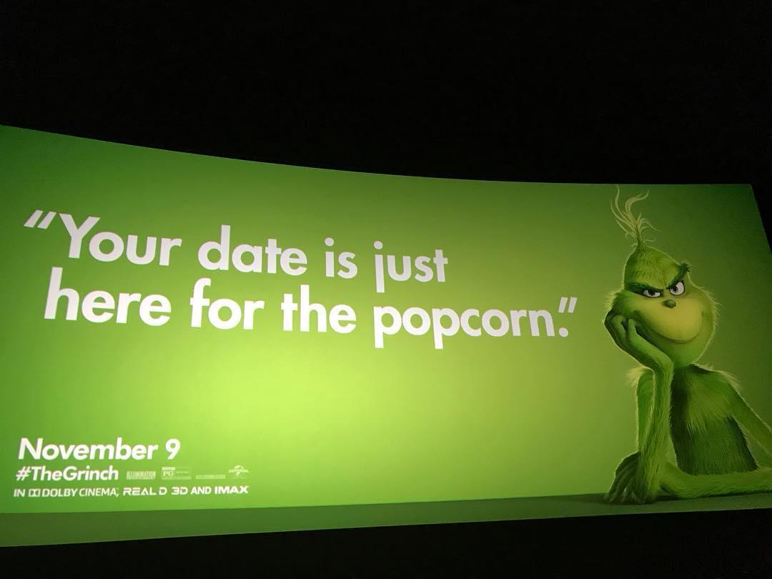 """Une campagne d'affichage géniale et grincheuse hacke le quotidien des américains pour le film """"Le Grinch"""" Par Thomas R.                Campagne-publicitaire-grinch-affichage-7"""