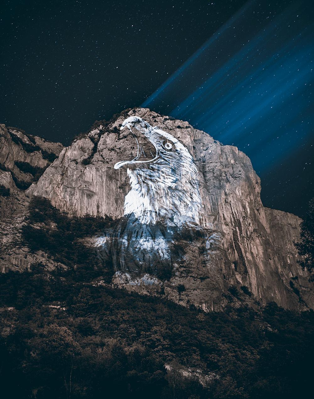 Cet artiste projette des animaux sur des falaises pour sensibiliser à la sauvegarde du monde sauvage ! By Mélanie D.  Julien-nonnon-animaux-lumiere-projection-extinction-14