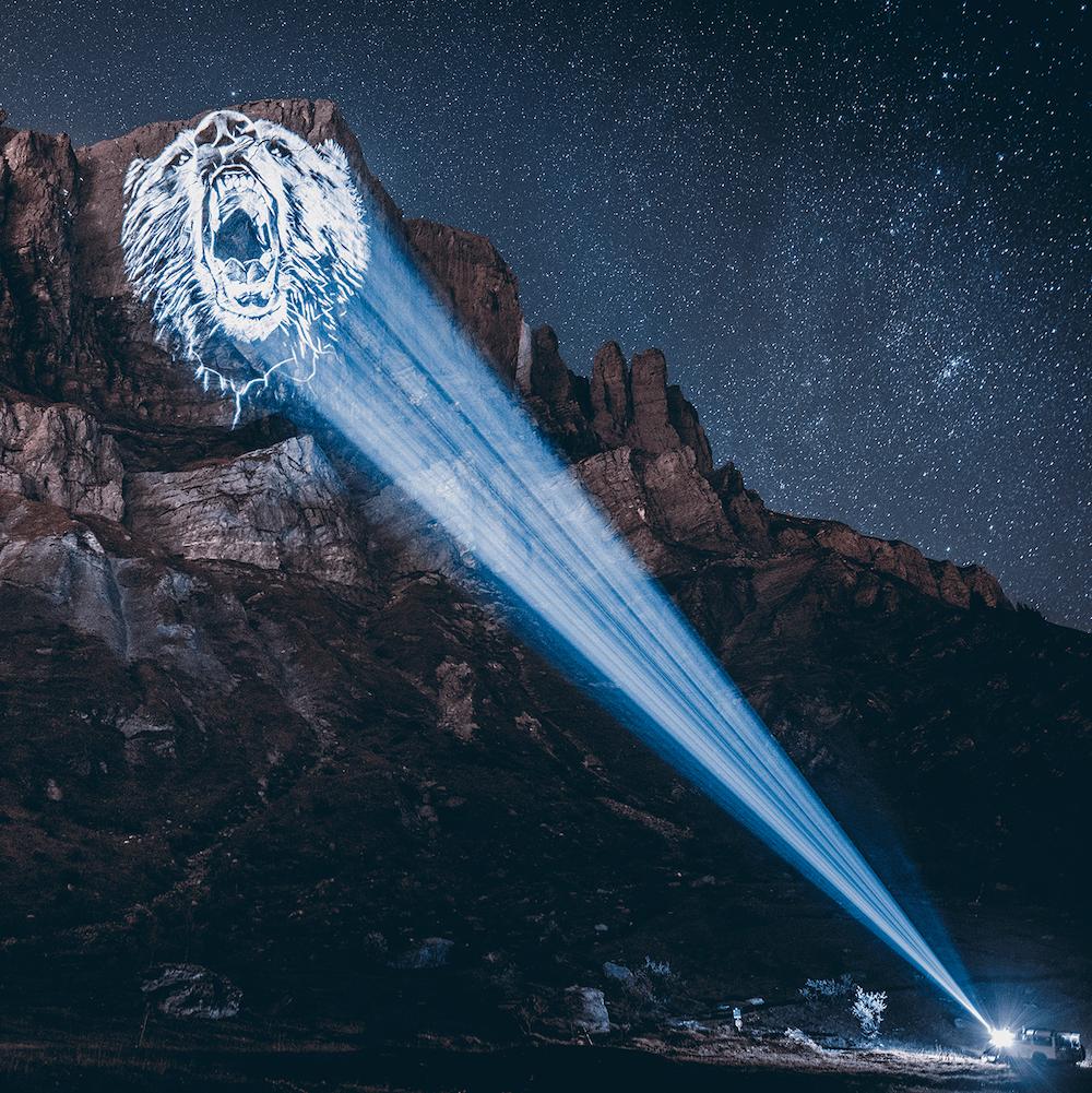 Cet artiste projette des animaux sur des falaises pour sensibiliser à la sauvegarde du monde sauvage ! By Mélanie D.  Julien-nonnon-animaux-lumiere-projection-extinction-6