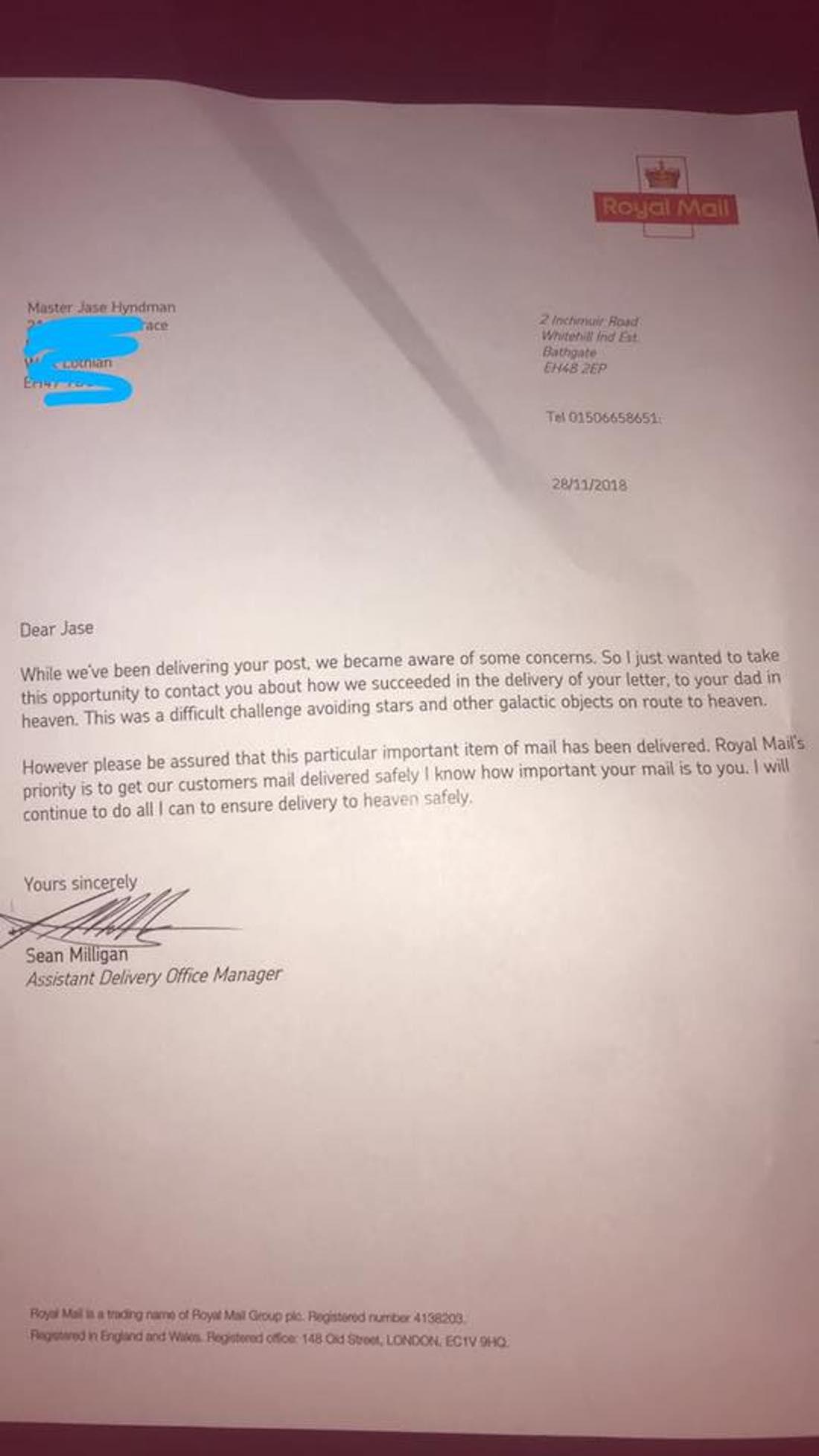 Il envoie une lettre à destination du paradis à son père décédé... la poste britannique lui envoie la plus douce des réponses