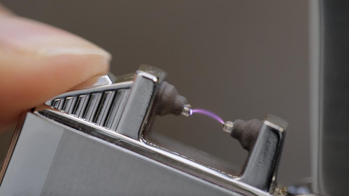 Pureinnov : le briquet sans flamme qui produit un arc électrique puissant à la manière d'un taser ! By  Claire L. Pureinnov-briquet-ar-electrique-taser-5