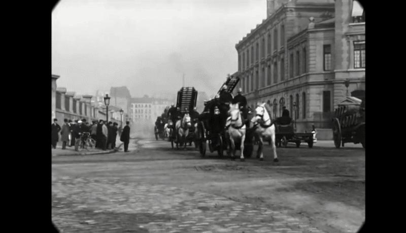 Cet impressionnant film restauré nous fait découvrir le Paris des années 1900 avec une qualité unique ! By  Claire L. Reconstitution-paris-vintage-1890-lumiere-freres-5