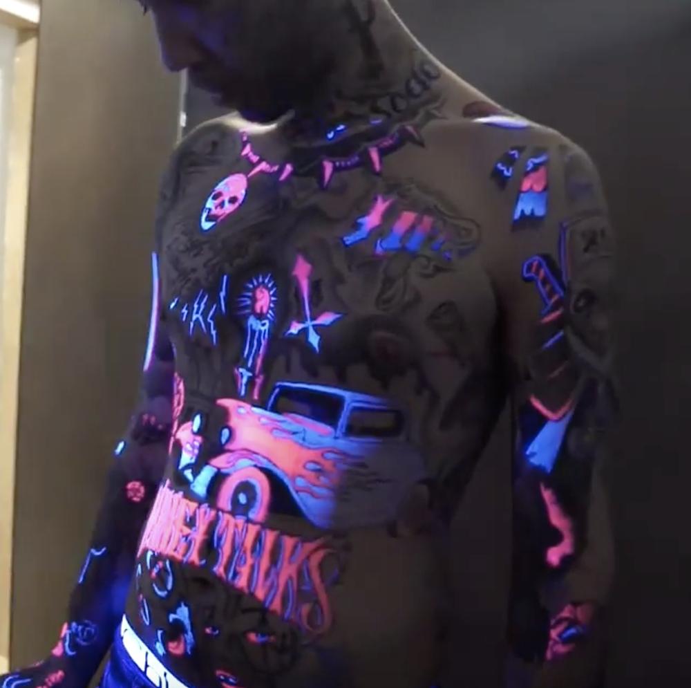Fluogram Les Tatouages Fluorescents Qui Prennent Vie Avec La Lumiere Noire