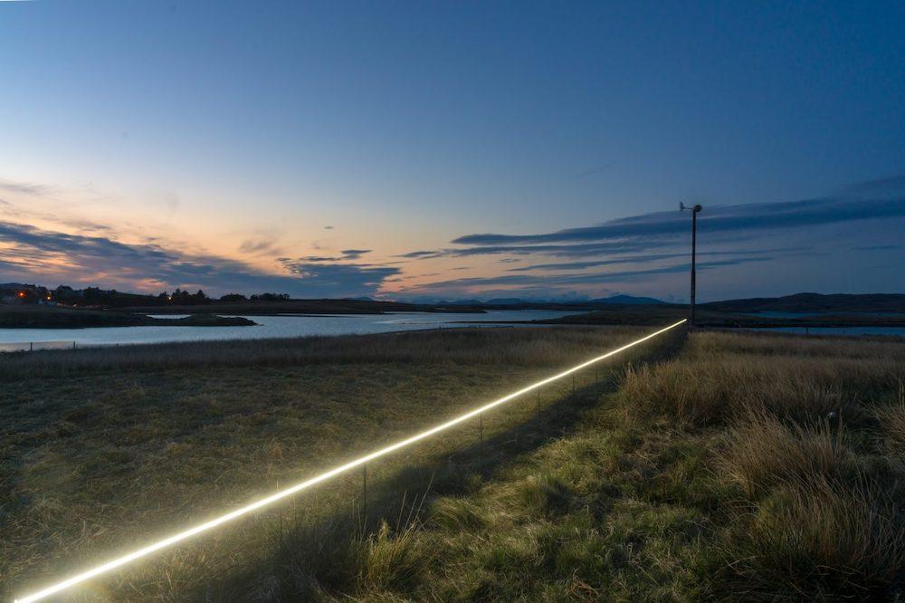 Ce village installe une ligne lumineuse pour sensibiliser à la montée des océans due au réchauffement climatique ! By VICTOR M. Lumiere-ocean-rechauffement-climatique-1