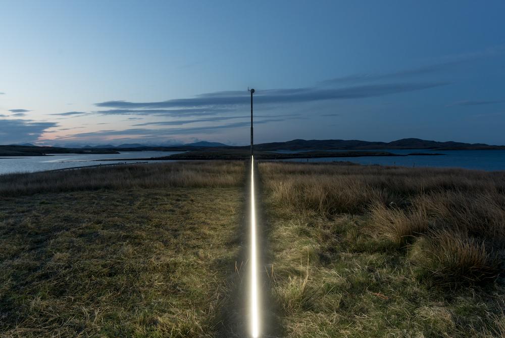 Ce village installe une ligne lumineuse pour sensibiliser à la montée des océans due au réchauffement climatique ! By VICTOR M. Lumiere-ocean-rechauffement-climatique-10