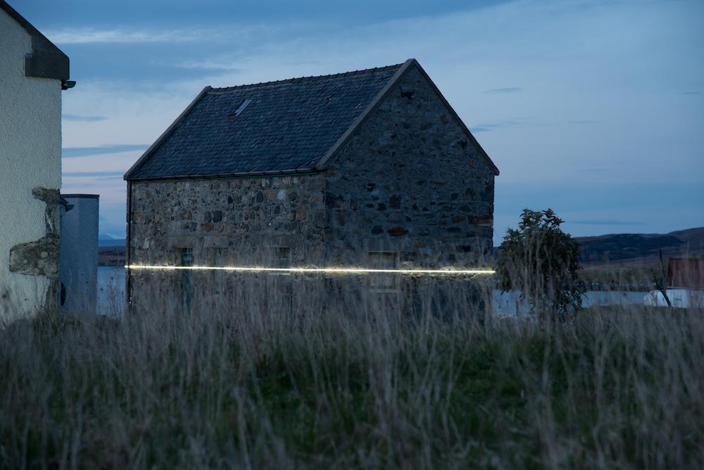 Ce village installe une ligne lumineuse pour sensibiliser à la montée des océans due au réchauffement climatique ! By VICTOR M. Lumiere-ocean-rechauffement-climatique-13