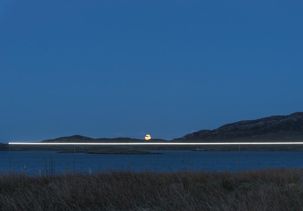 Ce village installe une ligne lumineuse pour sensibiliser à la montée des océans due au réchauffement climatique ! By VICTOR M. Lumiere-ocean-rechauffement-climatique-5