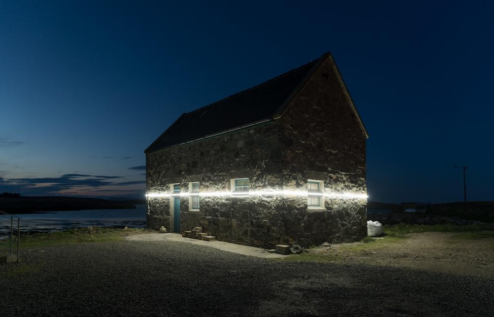 Ce village installe une ligne lumineuse pour sensibiliser à la montée des océans due au réchauffement climatique ! By VICTOR M. Lumiere-ocean-rechauffement-climatique-7
