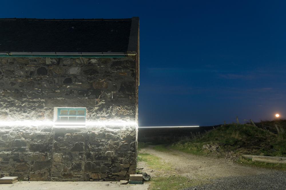 Ce village installe une ligne lumineuse pour sensibiliser à la montée des océans due au réchauffement climatique ! By VICTOR M. Lumiere-ocean-rechauffement-climatique-8