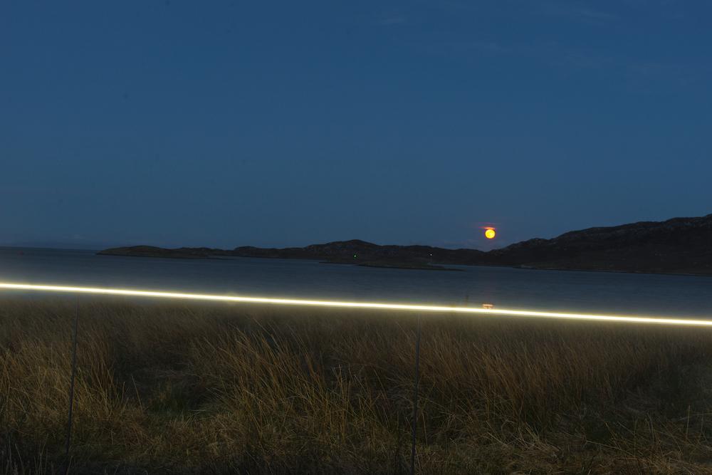 Ce village installe une ligne lumineuse pour sensibiliser à la montée des océans due au réchauffement climatique ! By VICTOR M. Lumiere-ocean-rechauffement-climatique-9