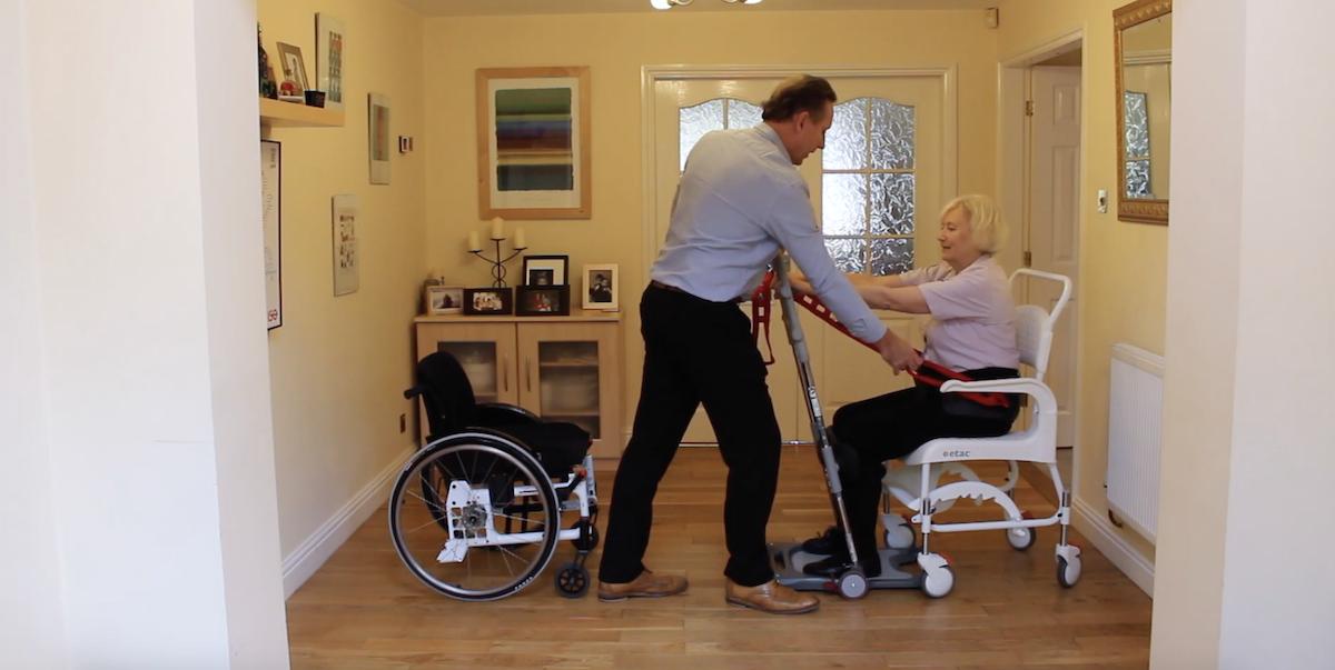 Ce système permet aux personnes à mobilité réduite de se lever plus facilement ! By Claire L. Etac-systeme-mobilite-reduite-lever-5