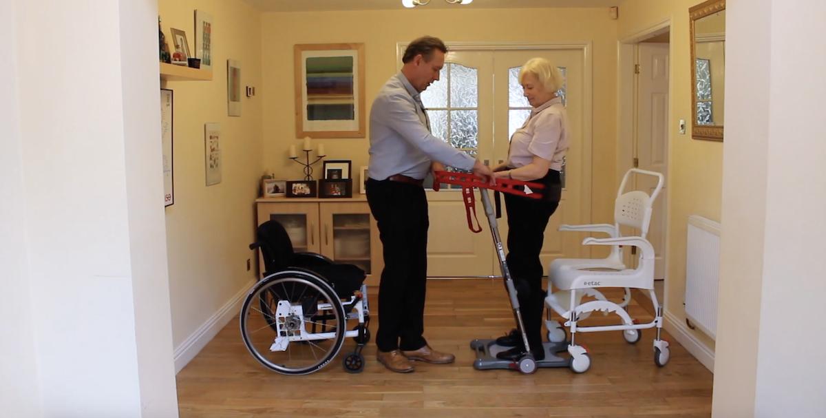 Ce système permet aux personnes à mobilité réduite de se lever plus facilement ! By Claire L. Etac-systeme-mobilite-reduite-lever-6