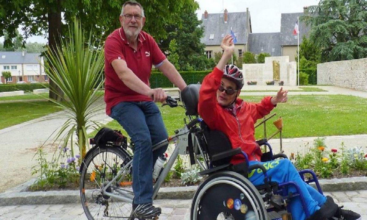 Vélo fauteuil roulant