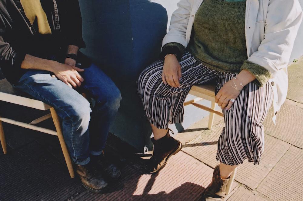 Laila Laurel Chaise Contre le Manspreading